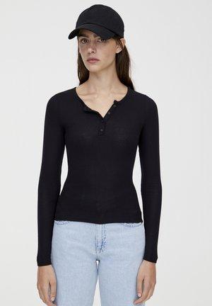 MIT RUNDAUSSCHNITT MIT KNOPFLEISTE - Long sleeved top - black