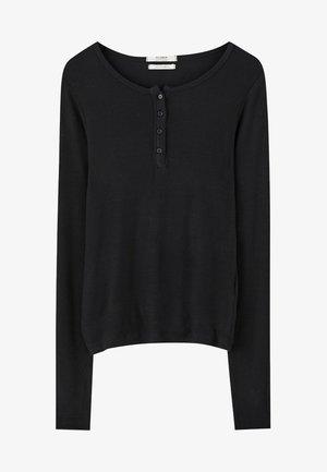 MIT RUNDAUSSCHNITT MIT KNOPFLEISTE - Langærmede T-shirts - black