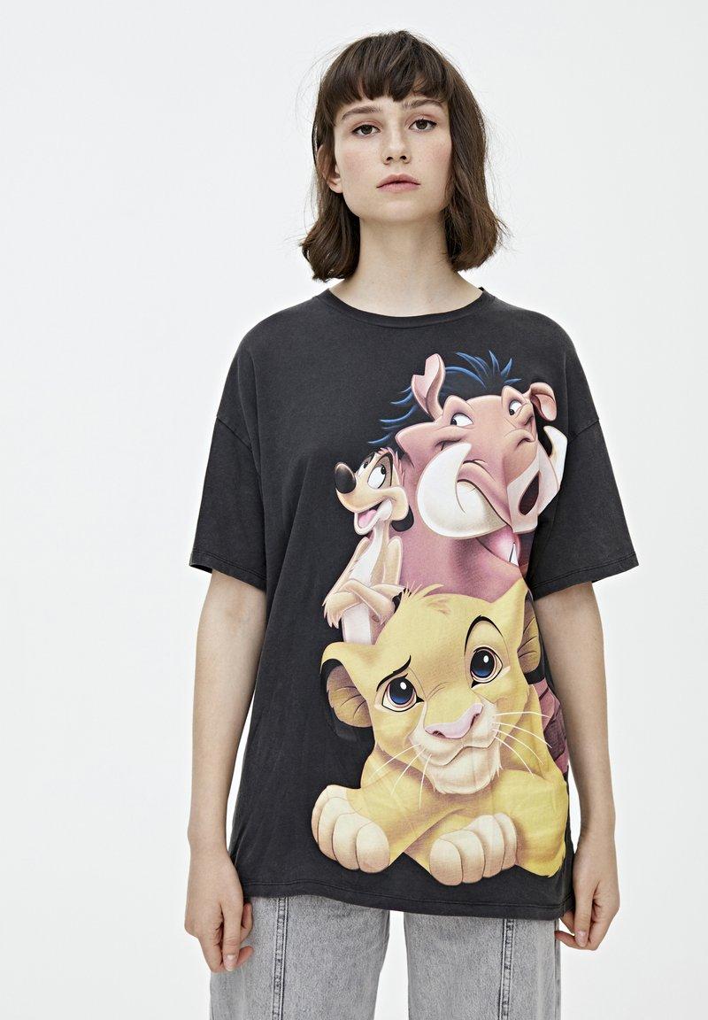 PULL&BEAR - TIMON AND PUMBAA - T-shirt print - black