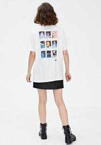 PULL&BEAR - CINDERELLA  - T-shirt print - white - 2