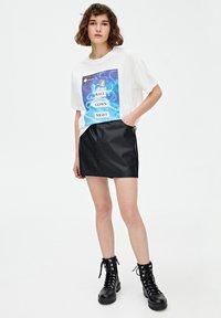 PULL&BEAR - CINDERELLA  - T-shirt print - white - 1