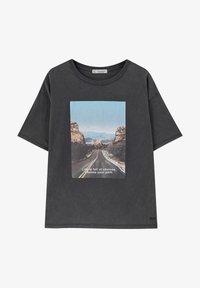 PULL&BEAR - T-shirt med print - dark grey - 6