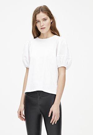 MIT PUFFÄRMELN - T-shirt imprimé - white