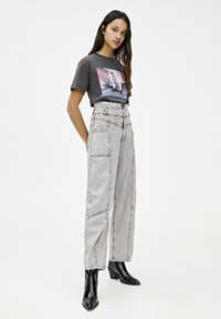 PULL&BEAR - T-SHIRT MIT SLOGAN DER ZAUBERER VON OZ 05234345 - Print T-shirt - dark grey - 1