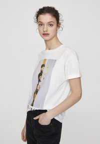 "PULL&BEAR - ""FRIENDS""  - T-shirt imprimé - white - 1"
