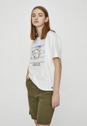 MIT ENGELMOTIVEN - T-shirts print - white