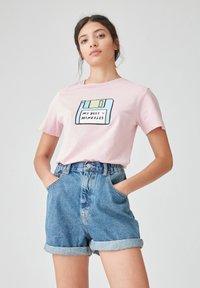 PULL&BEAR - Print T-shirt - rose - 0