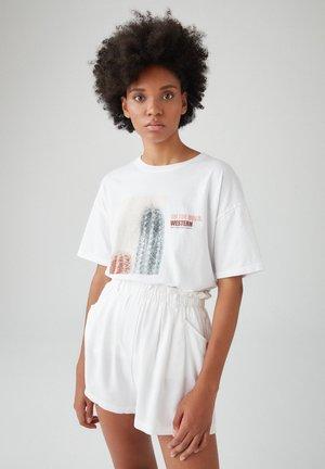 MIT FARBLICH ABGESETZTEM KAKTUSMOTIV - Print T-shirt - white