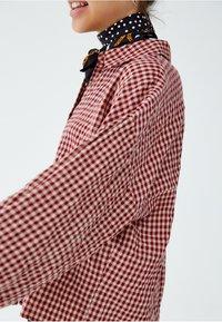 PULL&BEAR - Skjortebluser - red - 3