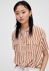 PULL&BEAR - Button-down blouse - brown - 3