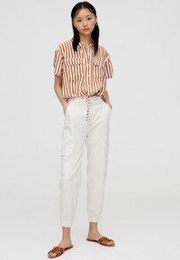PULL&BEAR - Button-down blouse - brown - 1