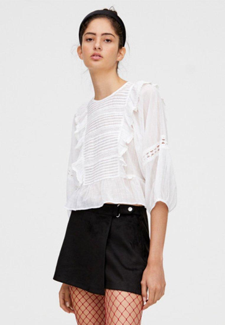 PULL&BEAR - MIT SPITZE UND VOLANTS - Bluse - white