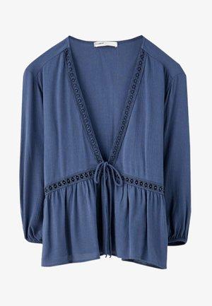 MIT SPITZE - Bluse - blue