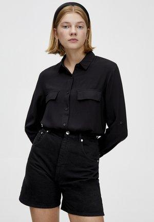 MIT BRUSTTASCHEN - Camicia - black
