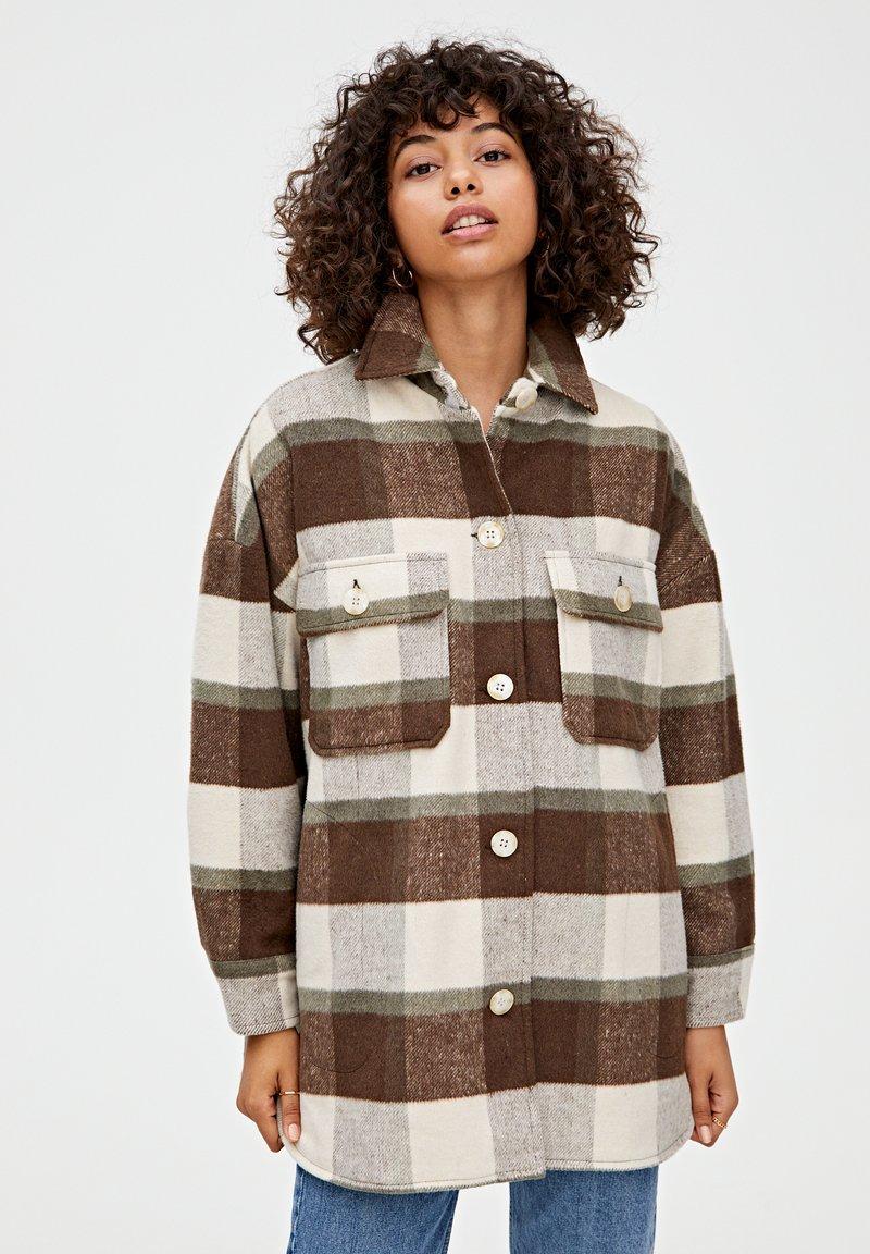 PULL&BEAR - Välikausitakki - brown