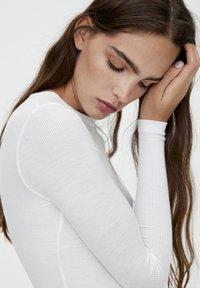 PULL&BEAR - LONGSLEEVE - Long sleeved top - white - 3