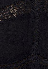PULL&BEAR - MIT SPITZENDETAIL - Blouse - black - 4