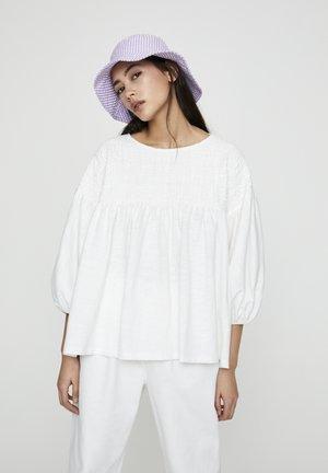 MIT TEXTURIERTER BRUST - Blouse - white