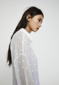 PULL&BEAR - Button-down blouse - off white - 5