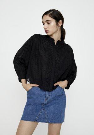 MIT MAOKRAGEN UND STICKEREI - Button-down blouse - metallic black