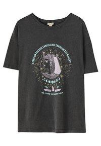 PULL&BEAR - MIT MOTIV - Print T-shirt - dark grey - 0