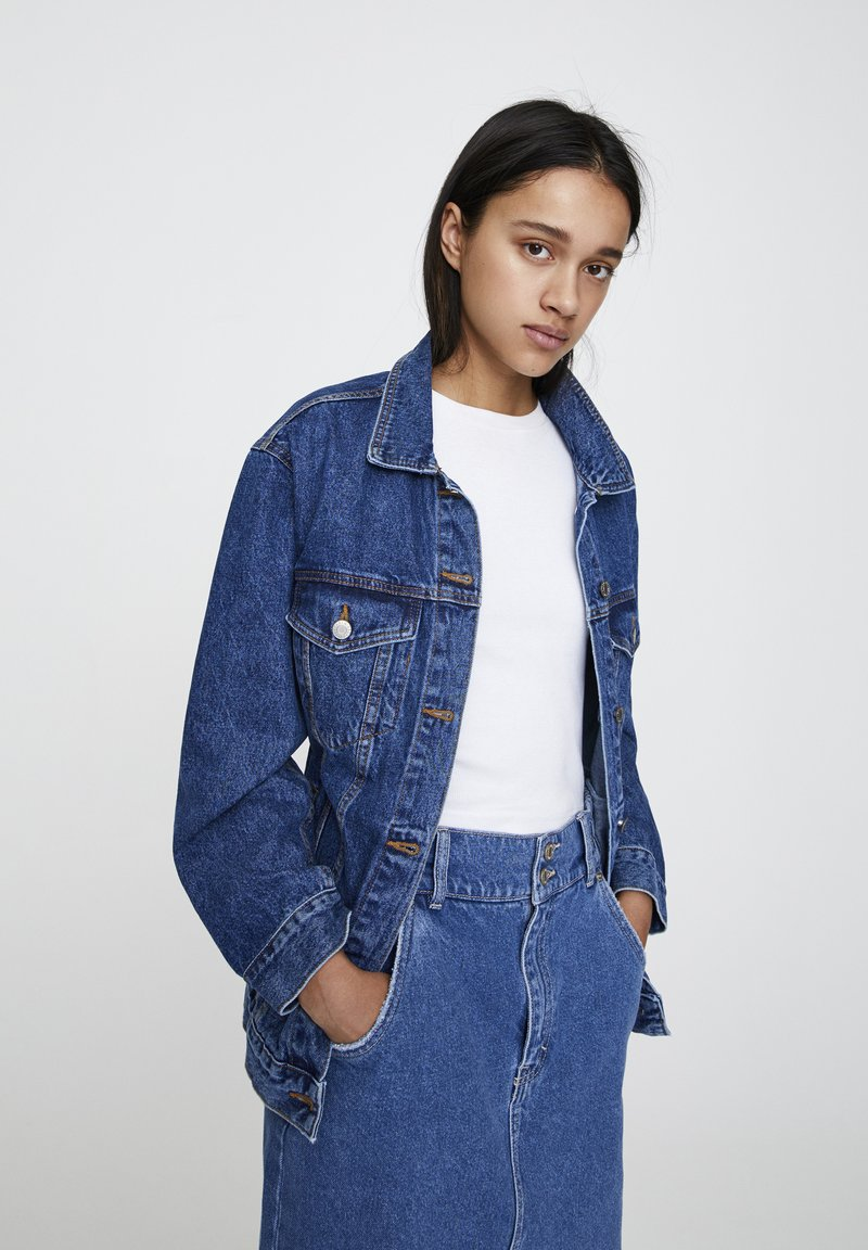 PULL&BEAR - BLAUE OVERSIZE-JEANSJACKE 09714324 - Giacca di jeans - blue denim