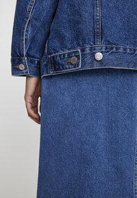 PULL&BEAR - BLAUE OVERSIZE-JEANSJACKE 09714324 - Giacca di jeans - blue denim - 5