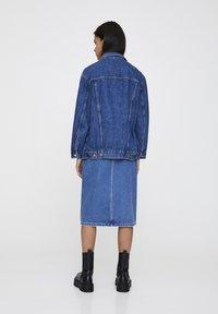 PULL&BEAR - BLAUE OVERSIZE-JEANSJACKE 09714324 - Giacca di jeans - blue denim - 3