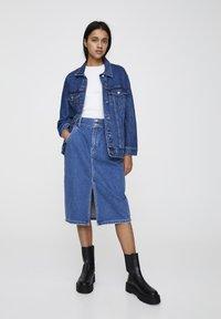 PULL&BEAR - BLAUE OVERSIZE-JEANSJACKE 09714324 - Giacca di jeans - blue denim - 1