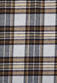 PULL&BEAR - MIT KAROPRINT UND TASCHEN - Lehká bunda - grey - 6