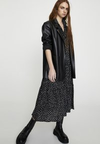 PULL&BEAR - Krótki płaszcz - black - 0