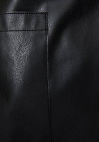 PULL&BEAR - Krótki płaszcz - black - 6