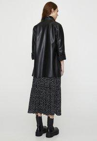 PULL&BEAR - Krótki płaszcz - black - 2