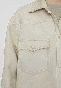 PULL&BEAR - Leichte Jacke - beige - 5
