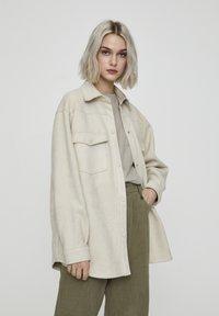 PULL&BEAR - Leichte Jacke - beige - 0