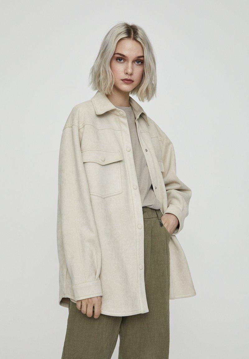 PULL&BEAR - Leichte Jacke - beige