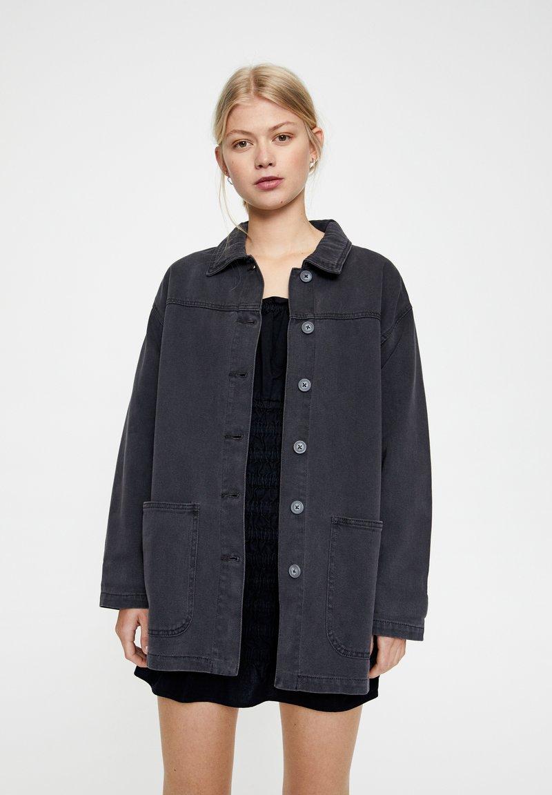 PULL&BEAR - BASIC-WORKWEAR - Veste en jean - dark grey