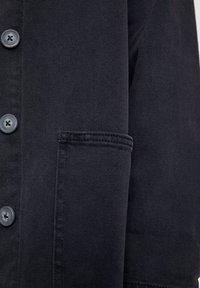 PULL&BEAR - BASIC-WORKWEAR - Veste en jean - dark grey - 4