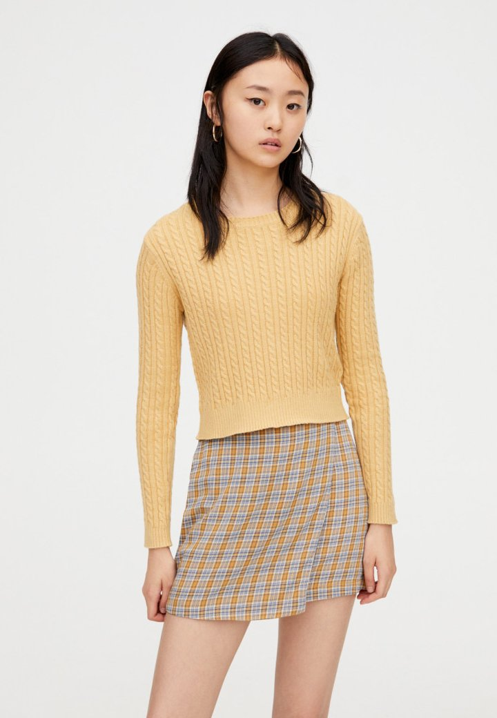 PULL&BEAR - MIT ZOPFMUSTER  - Strickpullover - yellow