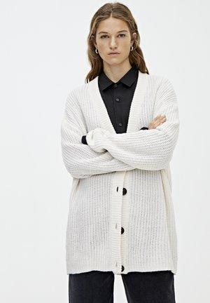 MIT KNOPFLEISTE - Vest - white