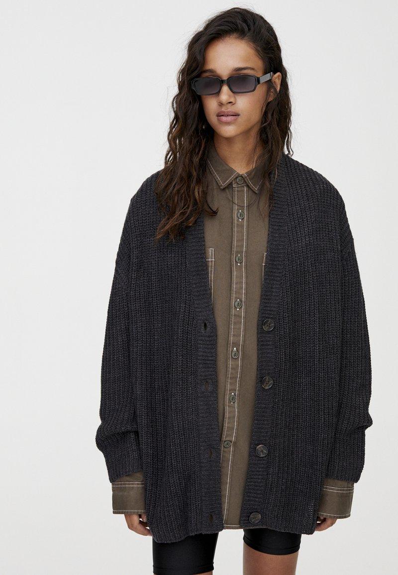 PULL&BEAR - MIT KNOPFLEISTE - Vest - dark grey