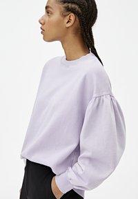 PULL&BEAR - OVERSIZE-SWEATSHIRT MIT PUFFÄRMELN 05596327 - Sweater - mottled purple - 4