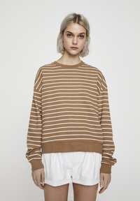 PULL&BEAR - MIT STREIFENPRINT - Sweater - brown - 0