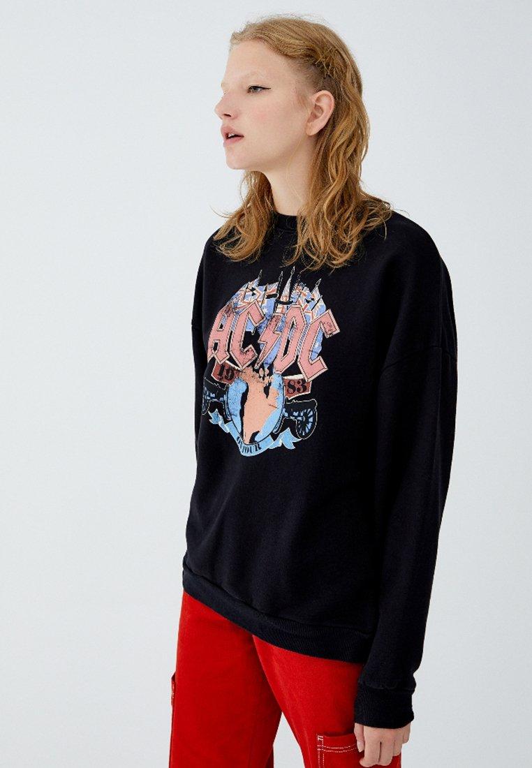 MIT FARBIGEM ACDC LOGO Sweater black