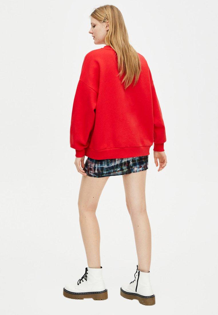 Stranger Red Pull amp;bear ThingsSweatshirt Pull 0OPwkN8nX