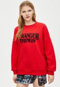 PULL&BEAR - STRANGER THINGS - Sweater - red - 3