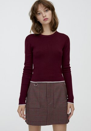MIT RUNDAUSSCHNITT - Pullover - bordeaux