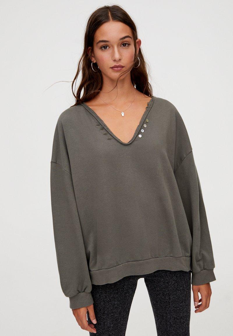 PULL&BEAR - MIT V-AUSSCHNITT - Sweatshirt - dark green