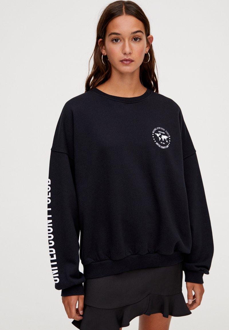 PULL&BEAR - MIT KONTRASTFARBENEM PRINT  - Sweatshirt - dark grey