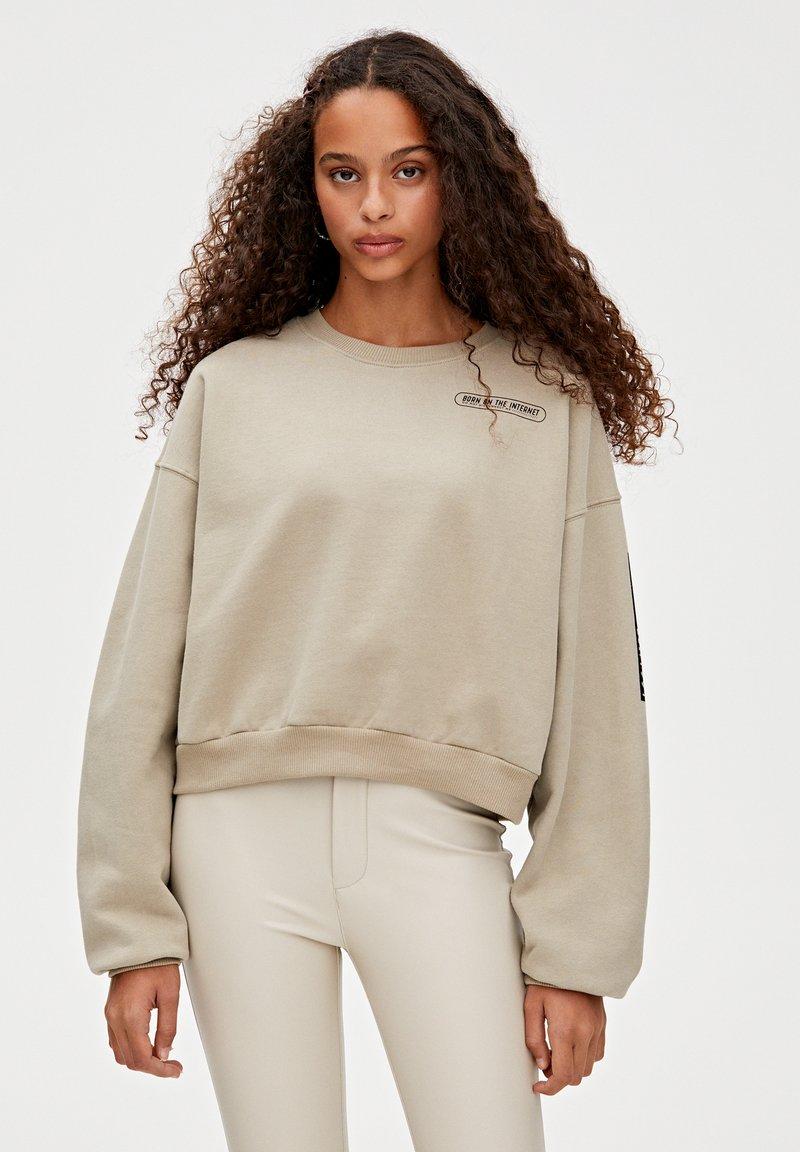 PULL&BEAR - MIT GRAFIK - Sweatshirt - grey